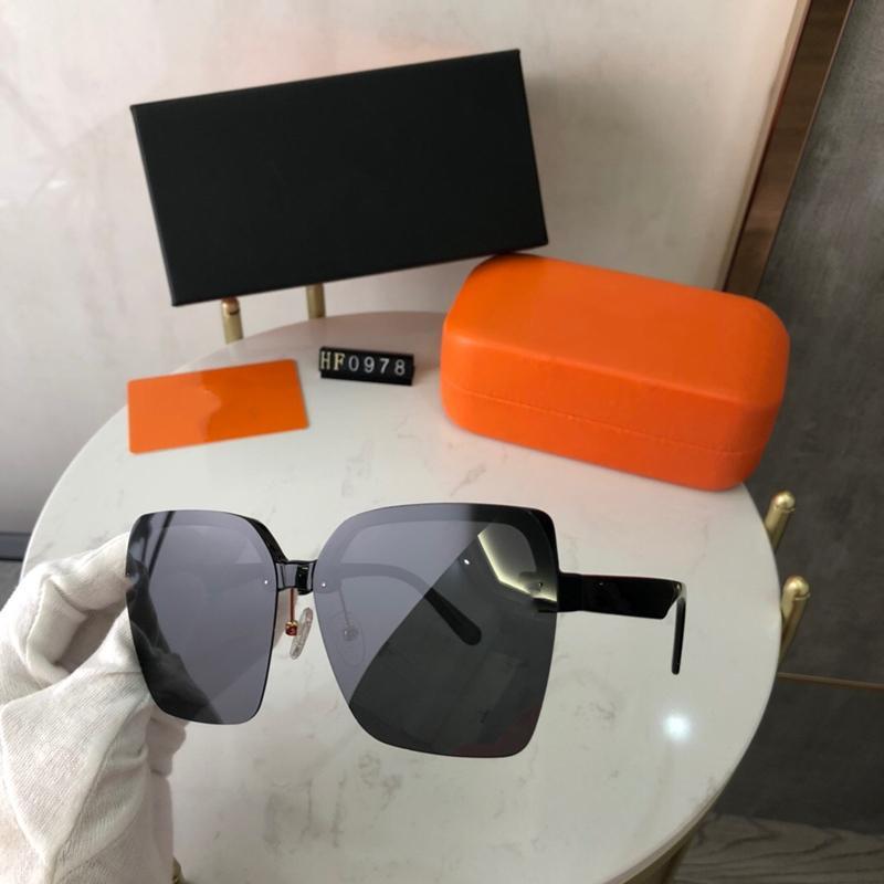 Mode Femmes Lunettes de soleil 5 couleurs Luxurys Classic Ultralight Design Cadre HD HD HD HD Polarized Lentilles de conduite 0978