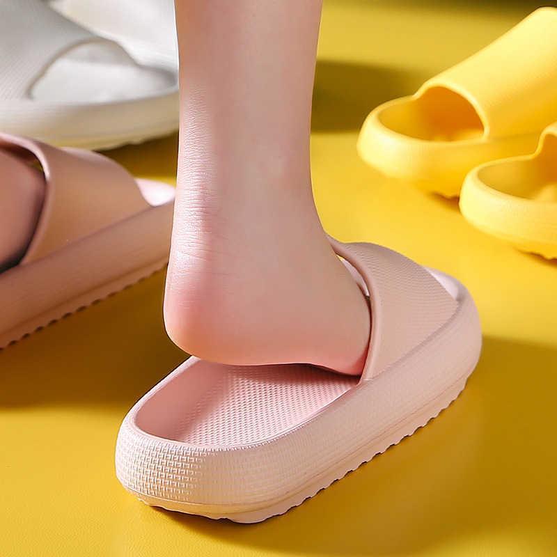 2021 Frauen Indoor Badezimmer Hausschuhe Weiche EVA Liebhaber Mode Plattform Slidies Damen Sommer Schuhe Weibliche Männliche Home Boden Slipper A0602