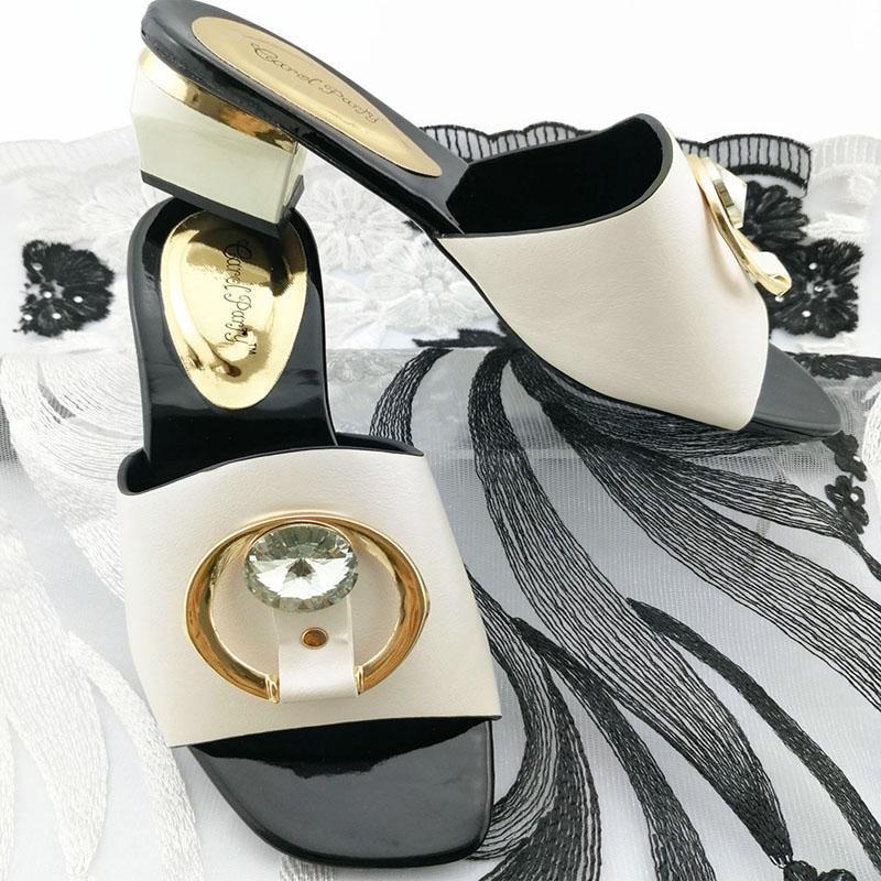Популярный итальянский стиль официальные женские туфли Ins Горячие продажи африканских тапочек с блестящим кристаллом в белом цвете для королевской вечеринки