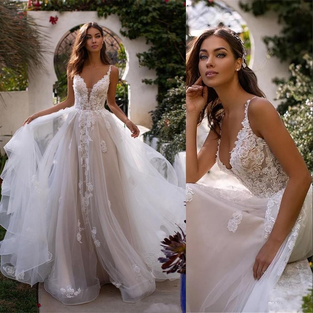 2021 Sexy Bohemian Country Beach A Line Wedding Dresses Bridal Gowns Champagne Spaghetti Straps V Neck Lace Appliques Tulle Ruffles Open Back Boho Garden