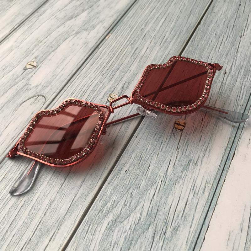 Güneş Gözlüğü Zaolihu Seksi Dudaklar Elmas Kırmızı Kadınlar Küçük Kadın Gözlük Metal Çerçeve Güneş Gözlükleri UV400