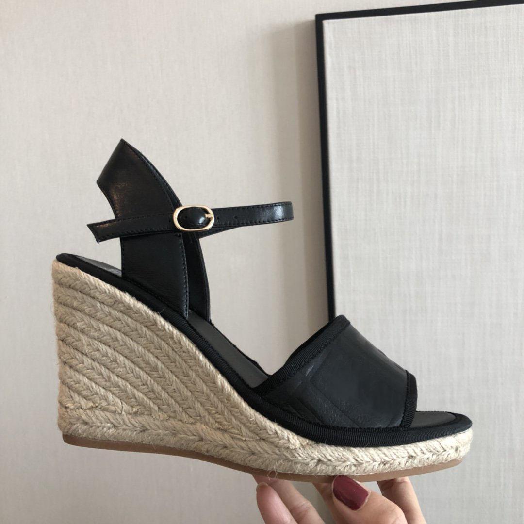 Новые Горячие Продажи Заклепки Красные Нижние Женщины Высокие каблуки Мода Заостренные Ноги Шировые Усеянные Обувь Женские Свадебные Обувь Обувь