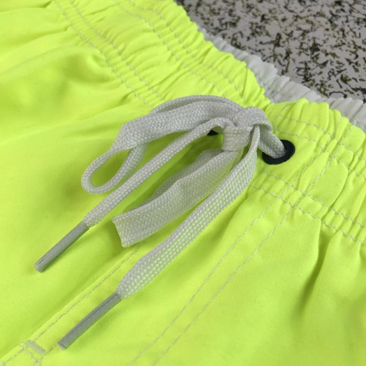 Pantaloncini sportivi da uomo Eisler Grandi Beach Summer Tronchi di nuoto Estate Orescente Yellow Slose Fit Fit Inner Net Pantaloni in tre pezzi