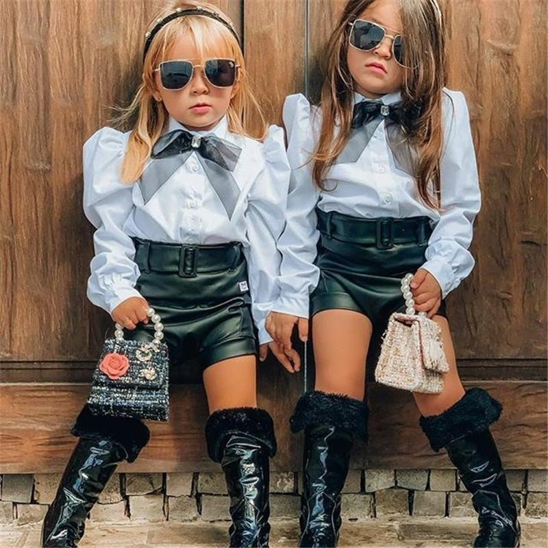 1-6Y Vêtements de mode Ensembles de vêtements Enfants Filles Dentelle Bowtie Blouse Shirts Tops + PU Cuir Cuir Short Entraînement Forfaits Tenues