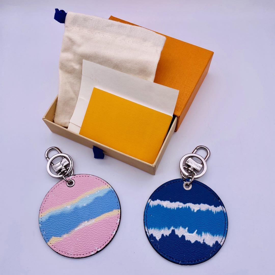 Deri Anahtarlık 2021 Moda Tasarımcısı Araba Anahtarlık Anahtarlıklar Sevimli Cüzdan Çanta Kolye Anahtarlık Toka Kutusu ve Toz Çanta Erkekler Kadınlar Için