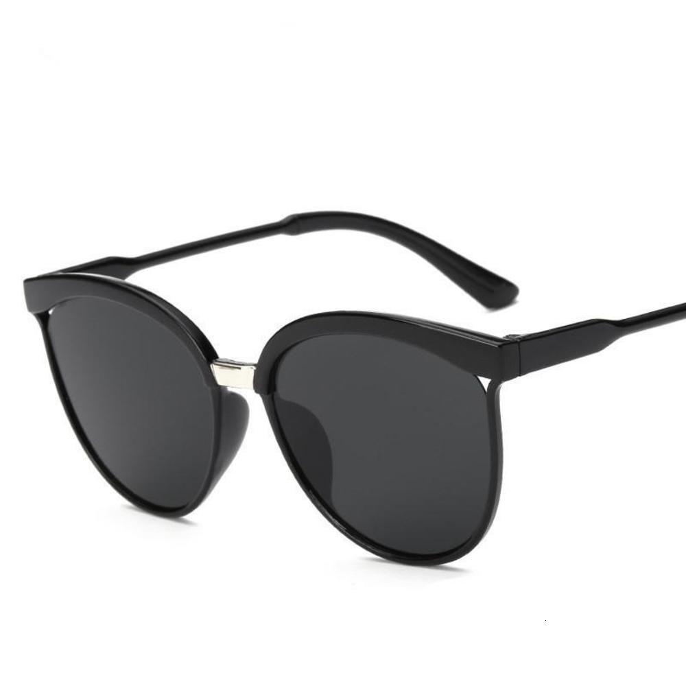 Caramelle di plastica Brand Designer Cat Eye Occhiali da sole Donne Donne di lusso occhiali da sole classici retro gafas all'aperto
