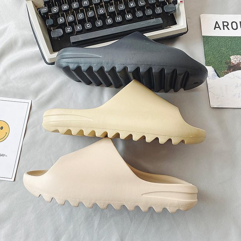 2021 Nuevas zapatillas para mujer Inicio Inicio Playa de verano Ourdoor Diapositivas Ladies Slipers Plataforma Mules Zapatos Mujer Pisos Zapatos de Mujer