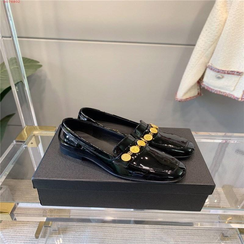 European Fashion Flat Dress Shoes White and Black Leather Ladies Sizes 35-40 Hardware Chain Decorative Design