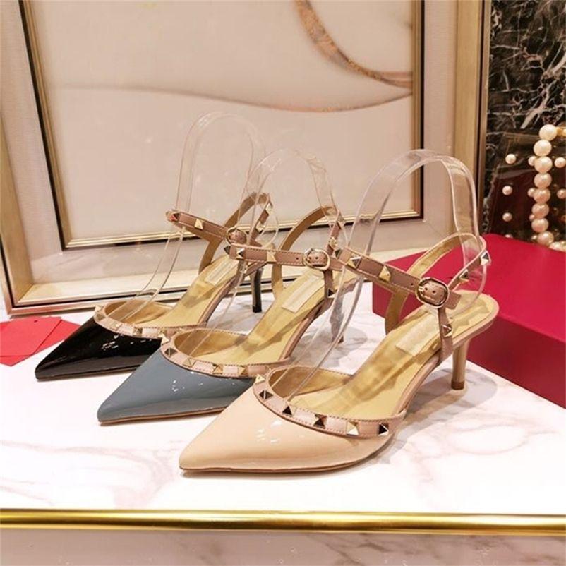 Design de luxe Chaussures pour femmes pointues Toe Bretelles Sangles Femmes Pompes pour femmes Pompes de rivet en cuir véritable Sandales à talons minces 34-42 210310