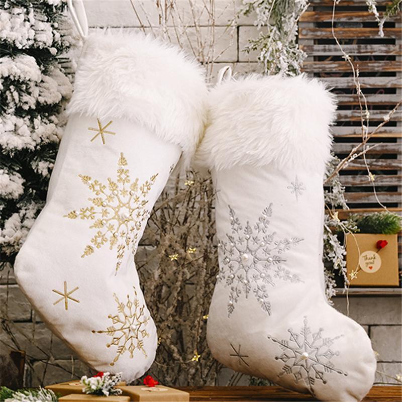 Decoraciones de Navidad Copos de nieve Medias Pearl Blanco Peluche Cocks Cocks Regalos Bolso Árbol de Navidad Ejecución Ornamento Niños Regalo Chimenea Decoración