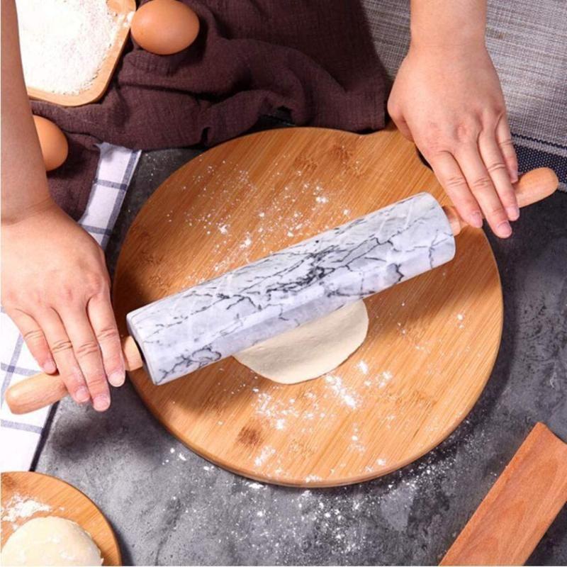 Pin de rouleau de marbre lisse naturel avec poignées en bois pour une adhérence facile (gris nuage)