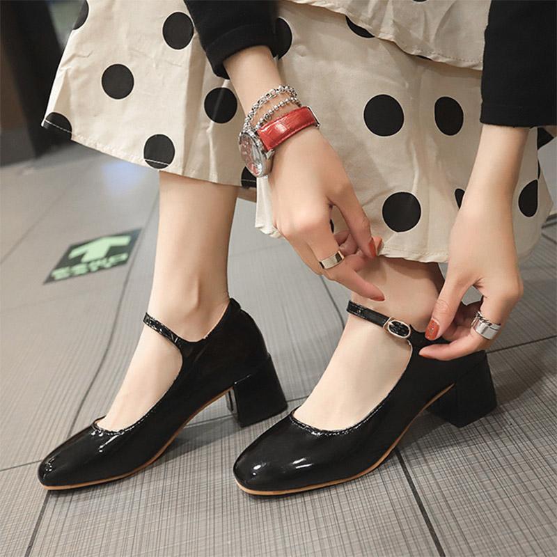 2020 Sonbahar Kadın Mary Janes Ayakkabı Patent Deri Elbise Ayakkabı Med Topuklu Toka Askı Bayanlar Ayakkabı Mujer Siyah 8434n Pompalar