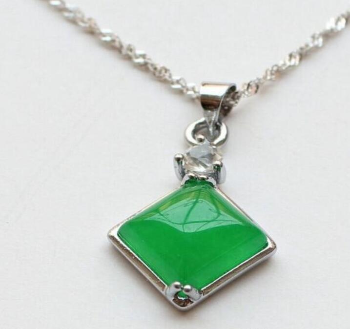 Venta al por mayor - Pendiente de jade único de diamante verde colgante de jade malayo