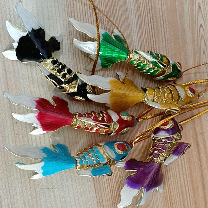 수제 에나멜 생생한 스윙 물고기 키 체인 결혼식 파티 상자 동물 칠보 금붕어 여성을위한 귀여운 열쇠 고리 크기 100pcs