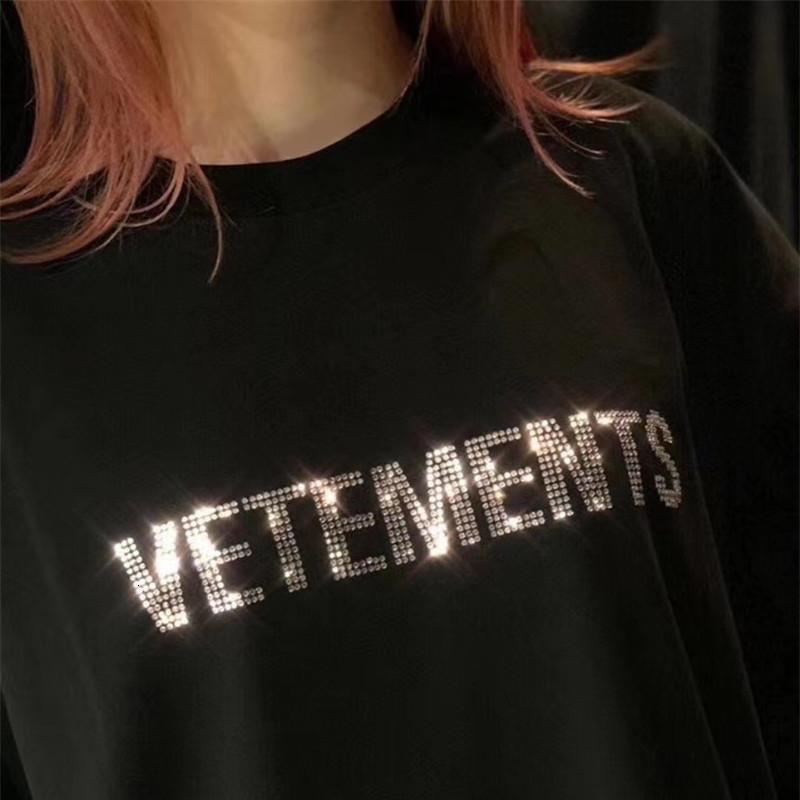 2021 Yeni Yaz Vetements Kristal Harfler T Gömlek Erkekler Kadınlar En Kaliteli Çiftler Hip-Hop Boy Tees Temel T-shirt Mens KS75