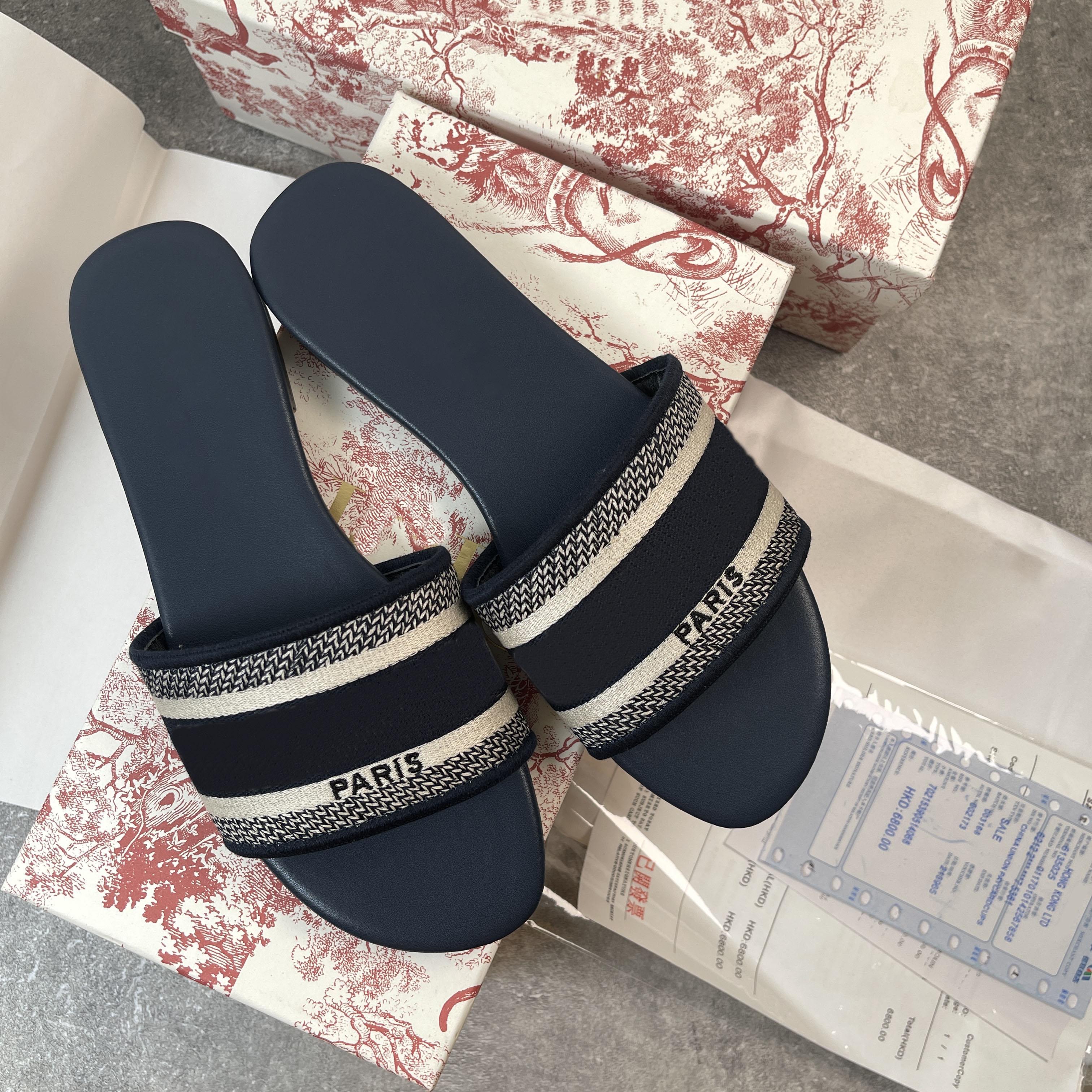 2021 Cuir de designer Femmes Sandales Summer Flat Slipper Fashion Beach Femme Grosse tête Rainbow Lettres Pantoufles avec Boxseize 35-42
