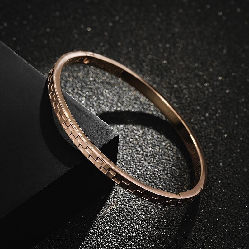 2021 Новые женские титановые стальные круглые гальванические розовые золотые браслет браслет ювелирные изделия оптом очарование