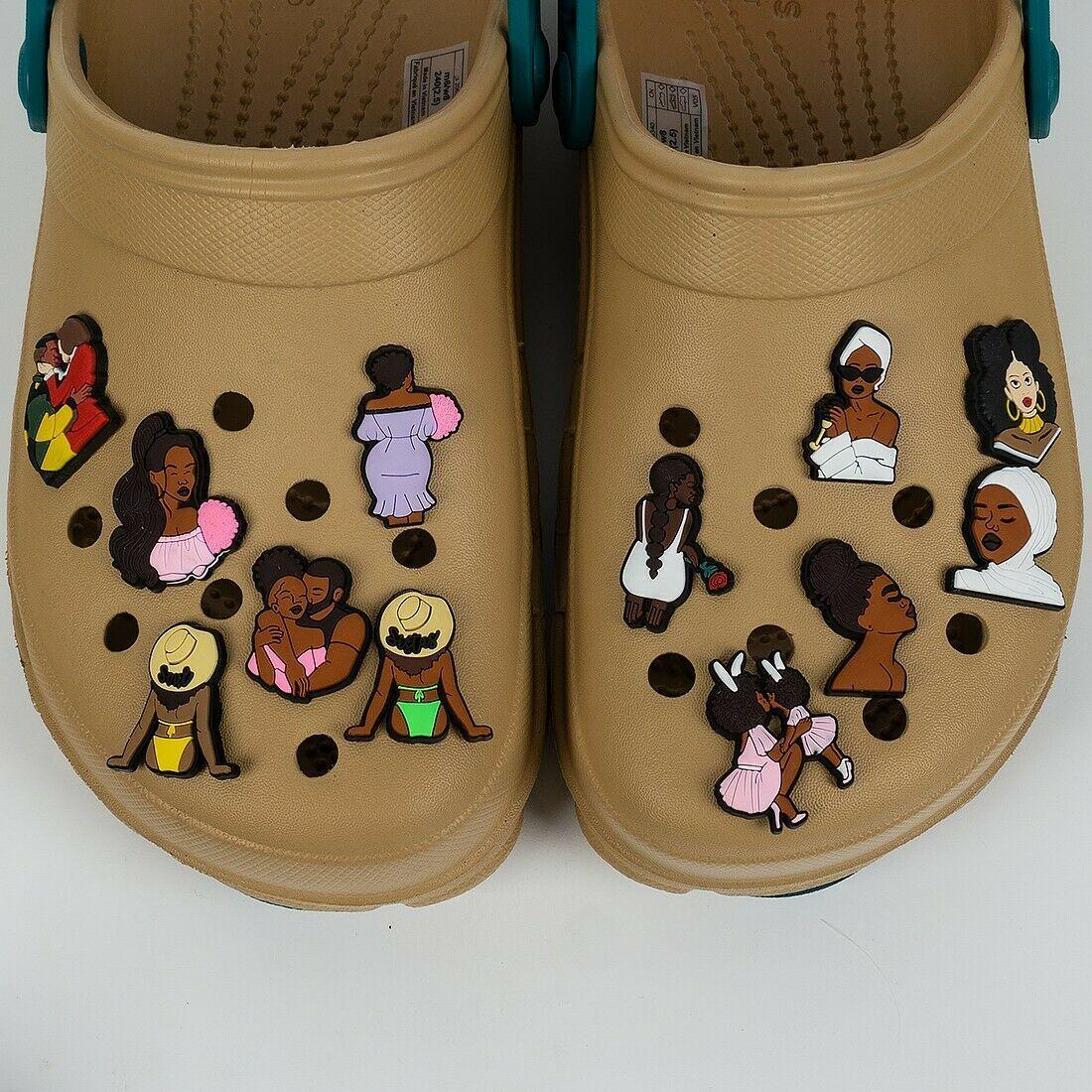 Black Lives Matter Shoe Charms BLM Black Magic Girls Donne Pvc Pin Pin Scarpe Decorazioni per Braccialetto Croc Braccialetti Bambini Baby Boy Girl Party Favori Regali di compleanno DHL