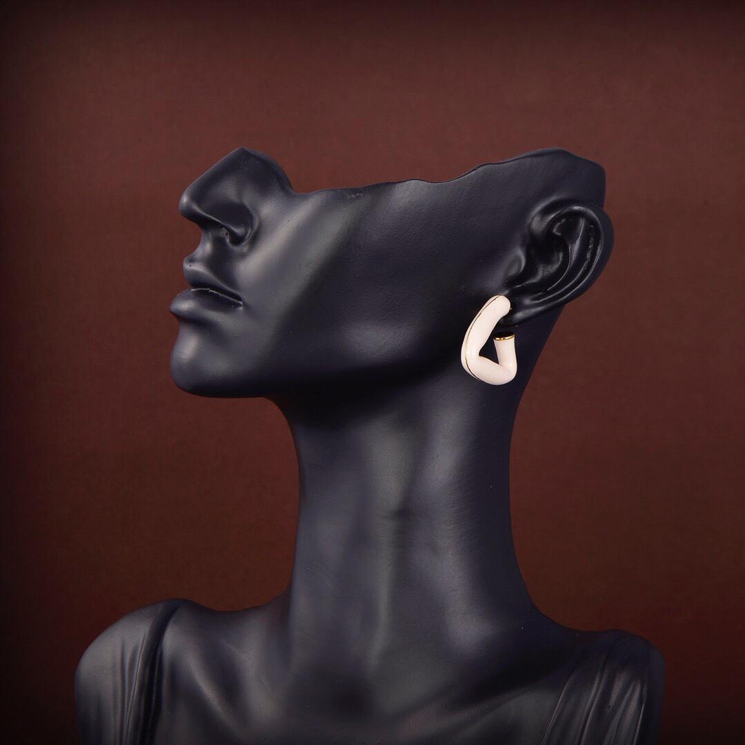عقدة الأزياء مزينة بنية المينا الثلاثي المضيء الأشكال التقليدية يجب أن يكون لها محبو الوجهين
