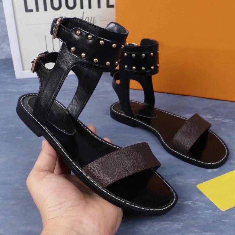 المصممين الصنادل Luxurys النساء الصيف الشقق أحذية عالية النعال النساء عارضة الشقق الأحذية السيدات شاطئ الصنادل الرومانية مع مربع 35-42