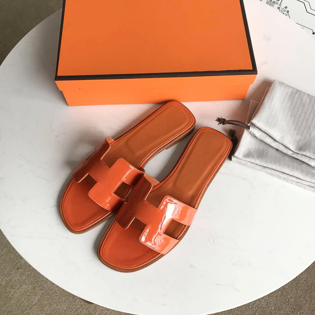 2021s Moda Lüks Moda Tasarımcısı Kum Terlik Tırnak Alt Rahat Marka Kadınlar Casual Yaz Geniş Soled Sandalet Kutusu US35-42