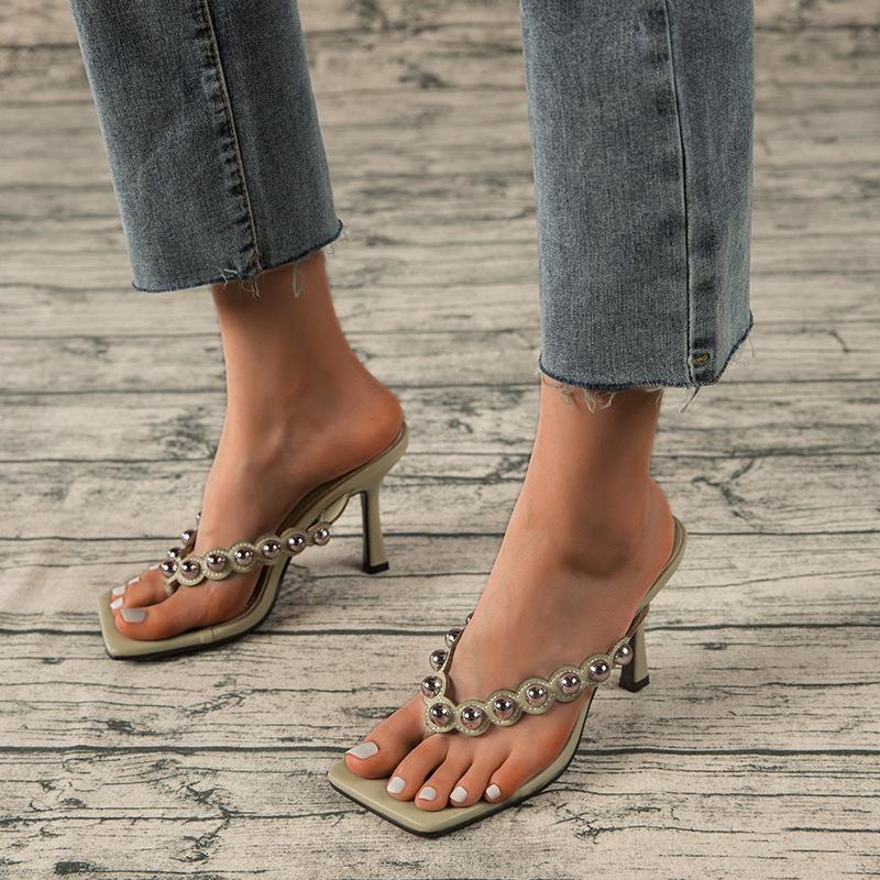 2021 Nouveaux rivets Femmes Sliper Sumers Sandale extérieure Slip sur Flip FLOP Dames Mince Talons hauts Talons élégantes Chaussures féminines