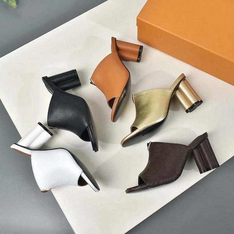Clássicos Mulheres Sapatos Sandálias Moda Praia Espessura Chinelos Alfabeto Senhora Sandálias Couro Sapatos de Salto Alto Slides Home011 02