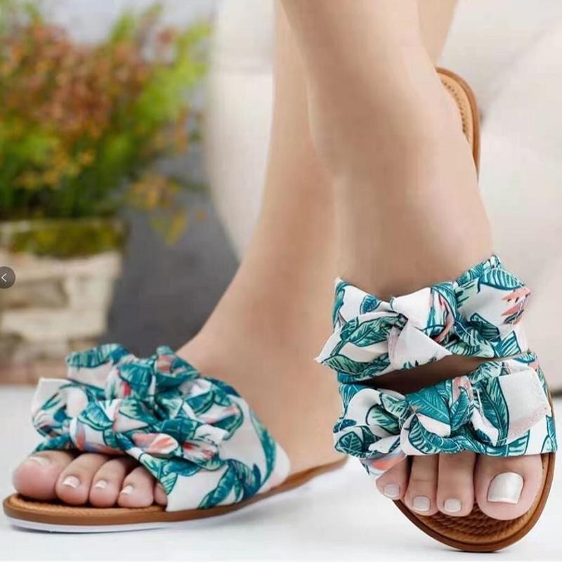 Тапочки женщины 2021summer Новый европейский и американский двойной лук женщины плоские тапочки мода больших размеров сандалии и