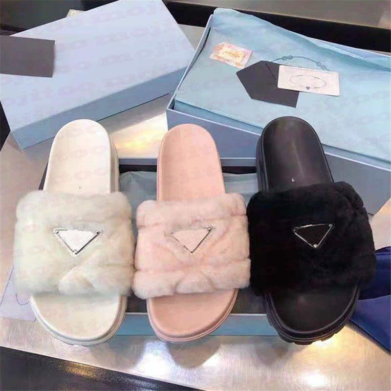 أفخم إمرأة النعال مثلث شارة منصة الصنادل الأحذية الأزياء عارضة في الهواء الطلق وملابس شبشب المنزل