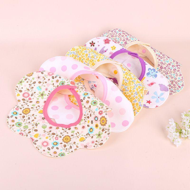 360 Tükürük Havlu Rotasyon Modelleme Üç Boyutlu Karikatür Bebek Önlüğü İki Düğmeler Grup Anne ve Bebek Malzemeleri