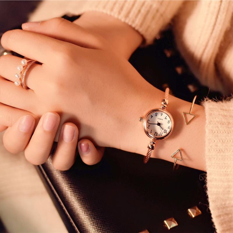 Womens 패션 크리 에이 티브 팔찌 시계 빈티지 우아한 디자이너 숙녀 손목 시계 간단한 번호 여성 시계 드롭 배송