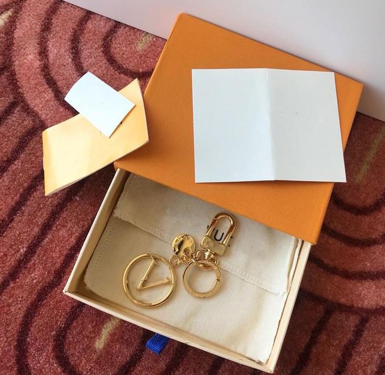 أزياء المفاتيح الكلاسيكية للجنسين الحلي حساسة الذهب الفولاذ المقاوم للصدأ سيارة كيرينغ الرجال النساء مصمم الملحقات مع مربع