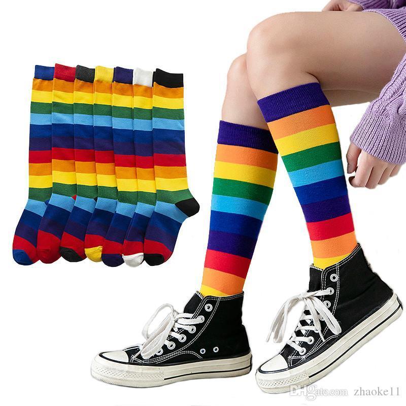 الفاخرة قوس قزح شريط الركبة الجوارب الطويلة امرأة القطن الأزياء الملونة عالية الجودة الإناث الساق الجوارب خمر الهيب هوب سكيت جورب