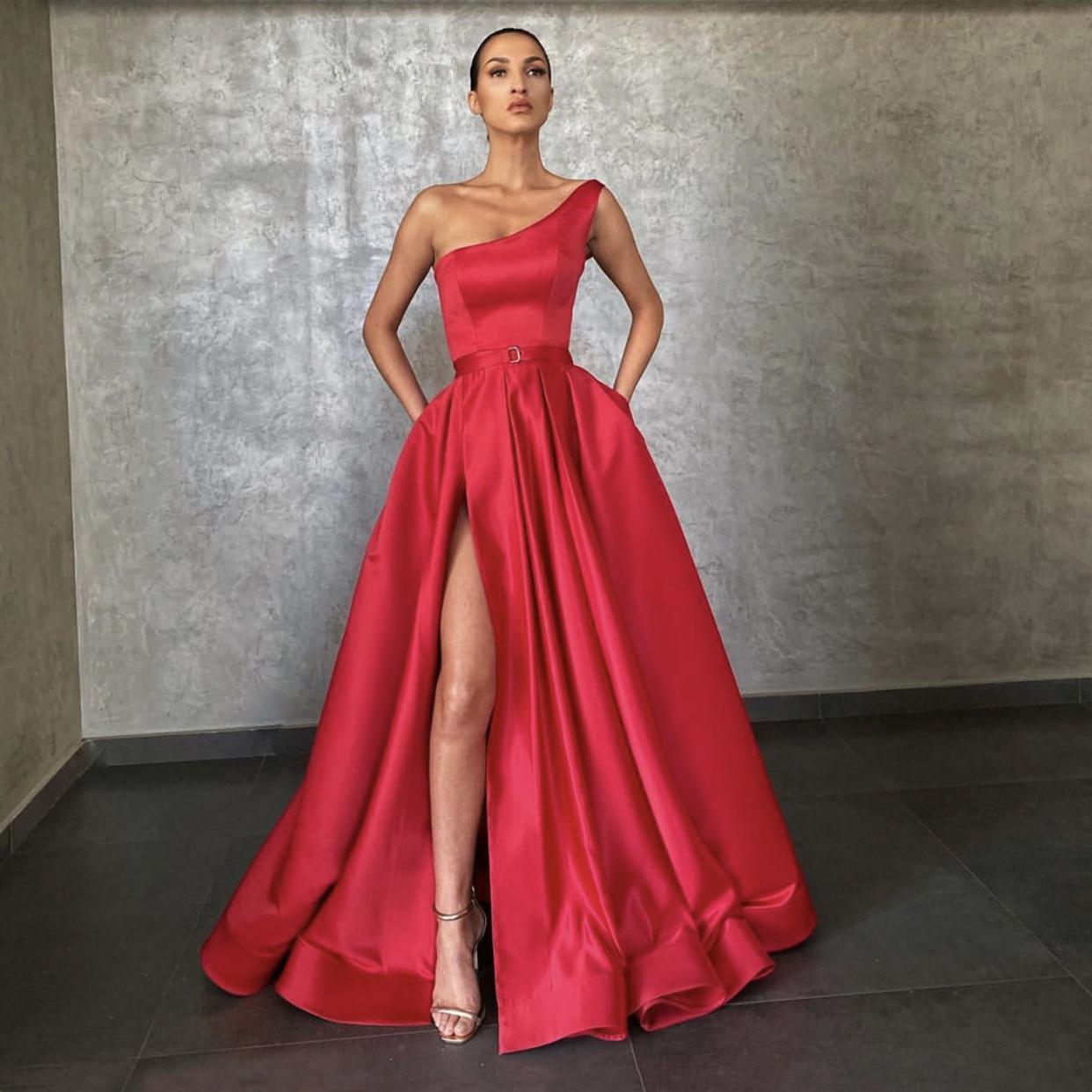 Kırmızı Abiye 2021 ile Dubai Orta Doğu Yüksek Bölünmüş Örgün Törenlerinde Parti Balo Elbise Kanat Artı Boyutu Vestidos De Festa Kırmızı Halı