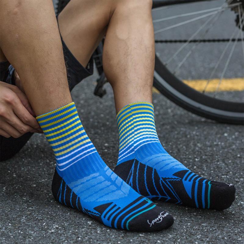 2021 Yeni Erkekler Pamuk Nefes Ter-emici Fiterging Yol Sürme Çorap Profesyonel Spor Çorap Moda Rahat Trendy