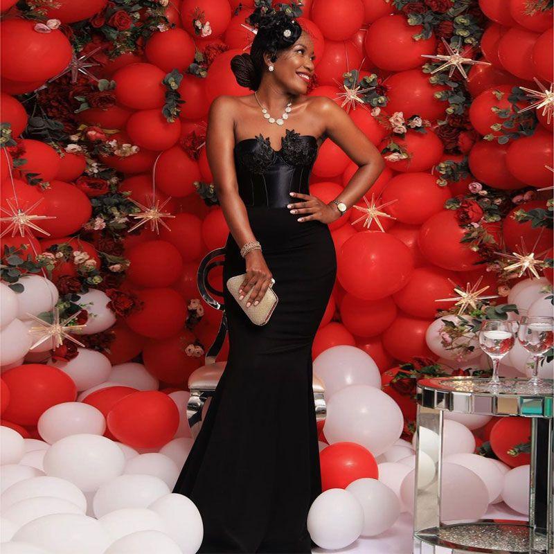 Schwarze Meerjungfrau Perlen Brautjungfer Kleider Sweetheart Neck Applizierte Hochzeit Gast Kleid Sweep Zug Satin Mädcher von Ehrenkleider