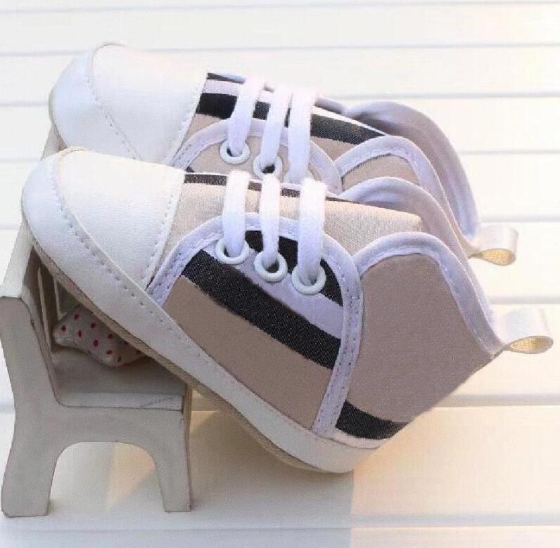 Розничная искусственная кожа малышка девочек обувь детей первые ходунки младенческие малыши обувь классические спортивные противоскользящие мягкие единственные детские туфли кроссовки