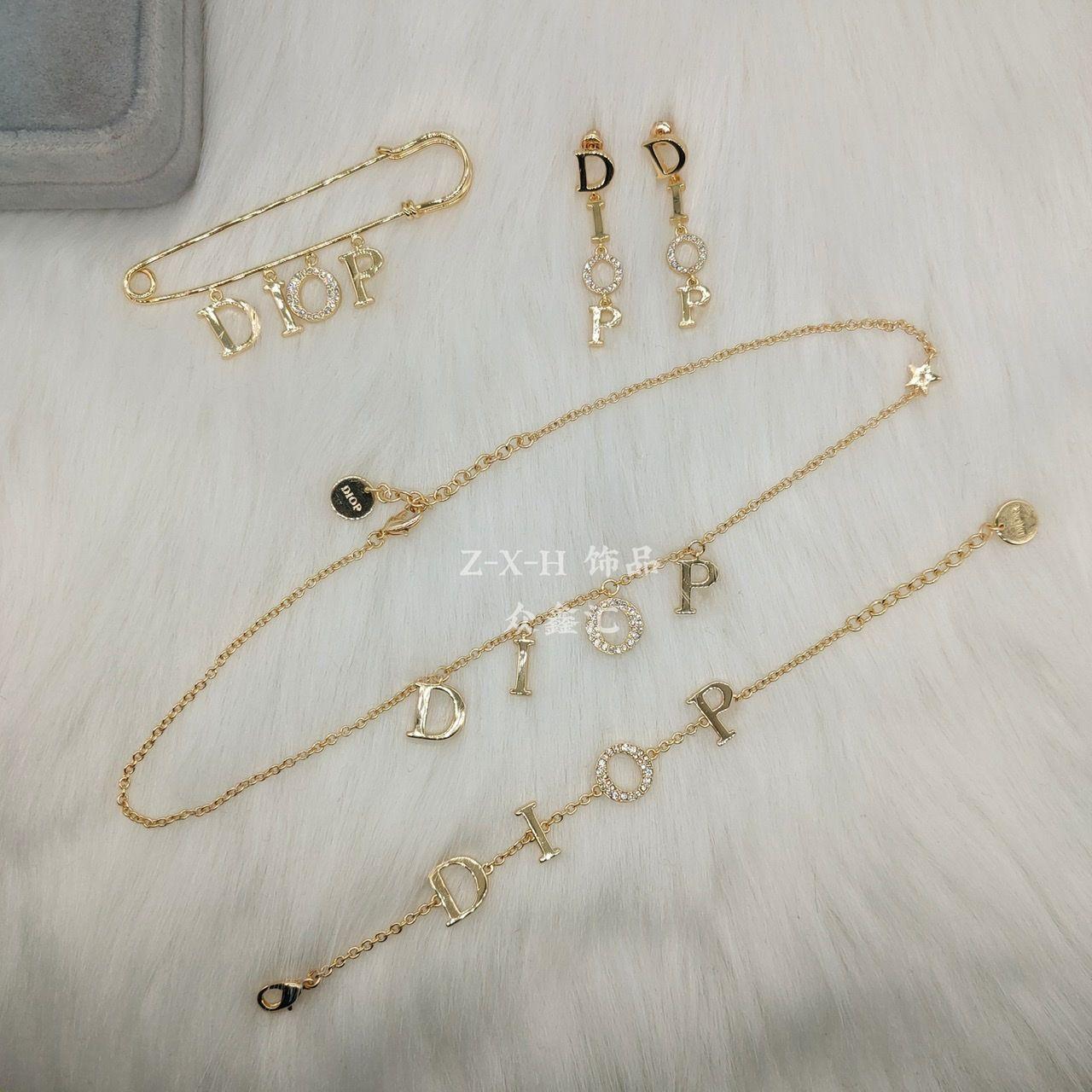 New D Casa Brass Bracciale Diamante Braccialetto femminile Lettere Fashion Wild Hand Anello Braccialetto Collana D Casa Set a quattro pezzi