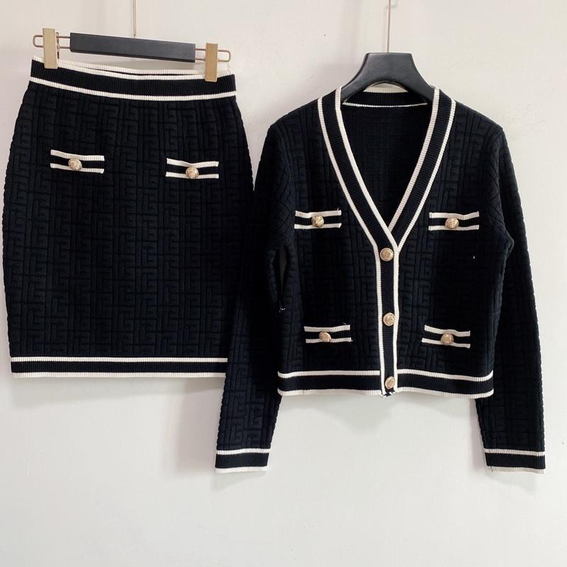 2021 Summer Casual Robes Pull Skir Skir Deux Pieces Jupe manches courtes en tissu tricoté de luxe Designer design Vêtements Causual Port Vêtements de tricot 2 Différents Designs-2