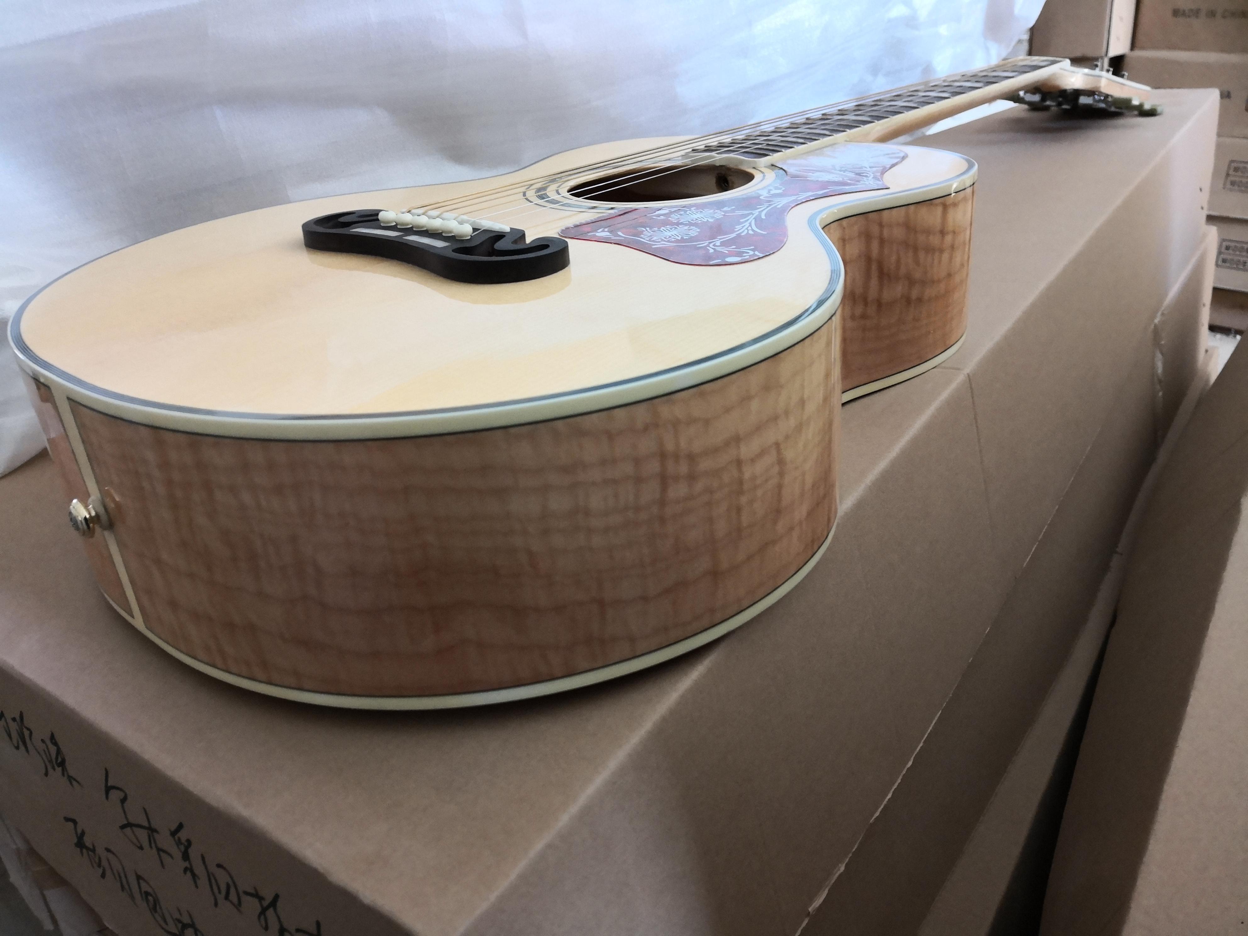 Freies verschiffen 43 zoll 200 akustische Gitarre, hölzerne Gitarre, Fichtenfurnierkörper, gesteppter flammter Ahorn, Palisander-Griffbrett-Muschel-Hülle, Shell-Bindung