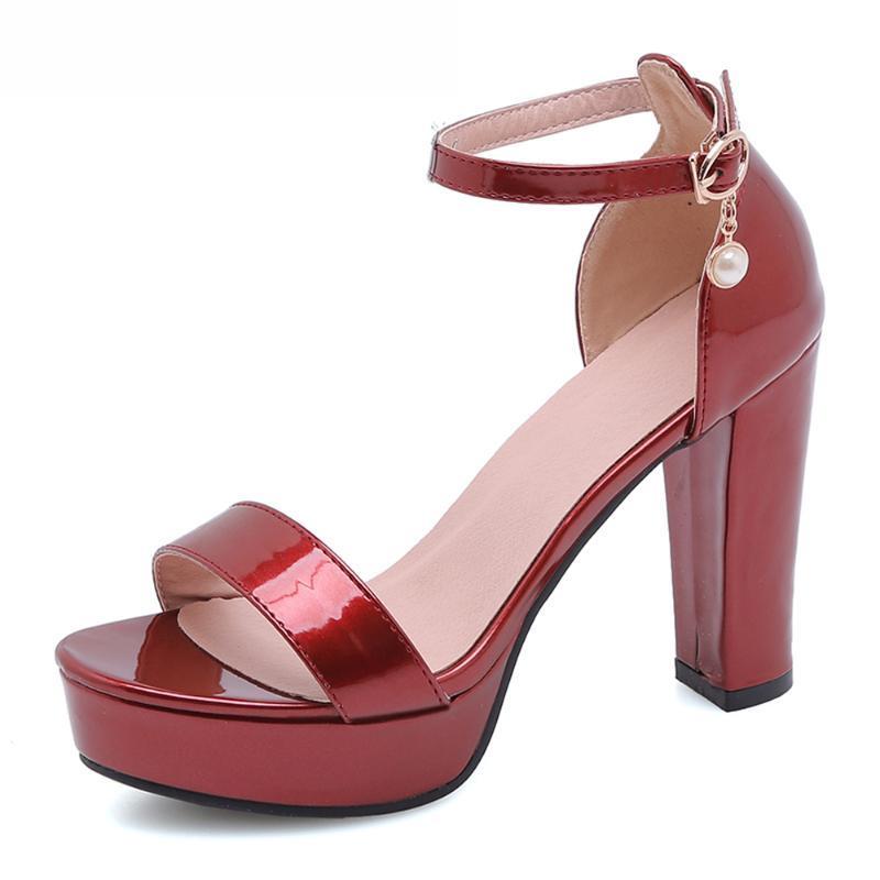 Kadın Ayakkabı Yaz Sandalet Patent Deri Platformu Kalın Topuklu Parti Ayakkabı Toka Aşırı Yüksek Topuk Ayak Bileği Kayışı Sandalet