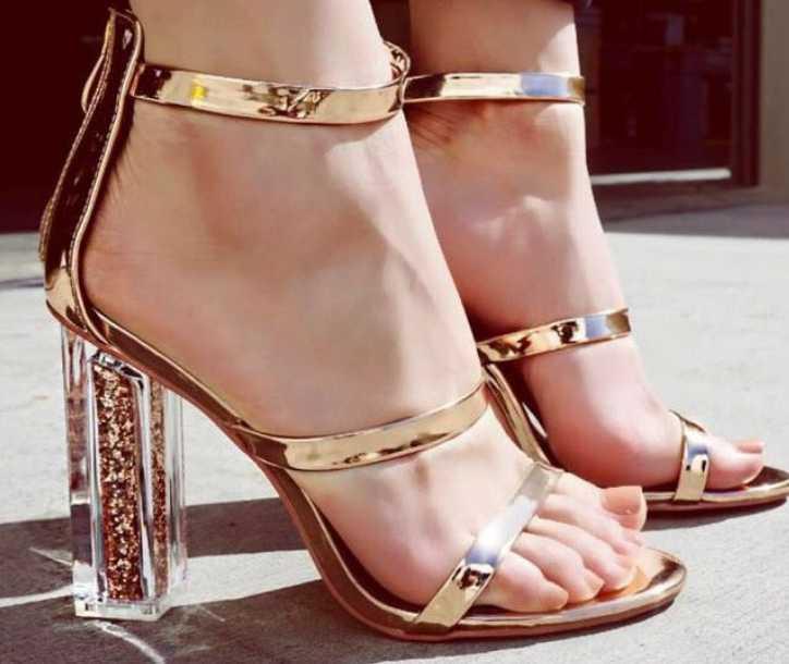 Moda Kadın Sandalet Ayakkabı Tranparent Yüksek Topuklu Ayak Bileği Kayışı Patent Deri Pompalar Parti Seksi Stiletto Elbise Pompalar