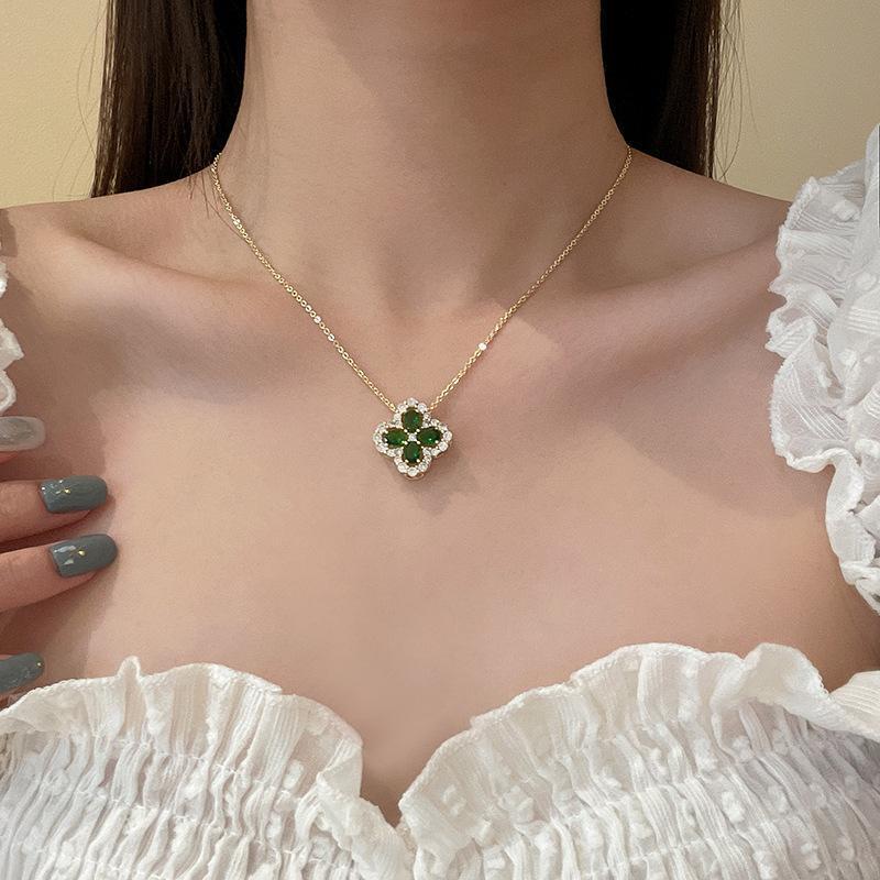 Colares pingentes de alta qualidade Cristal Verde Quatro folhas Colar Colar Charme Mulheres Strass Bruta de Moda Comércio Atacado