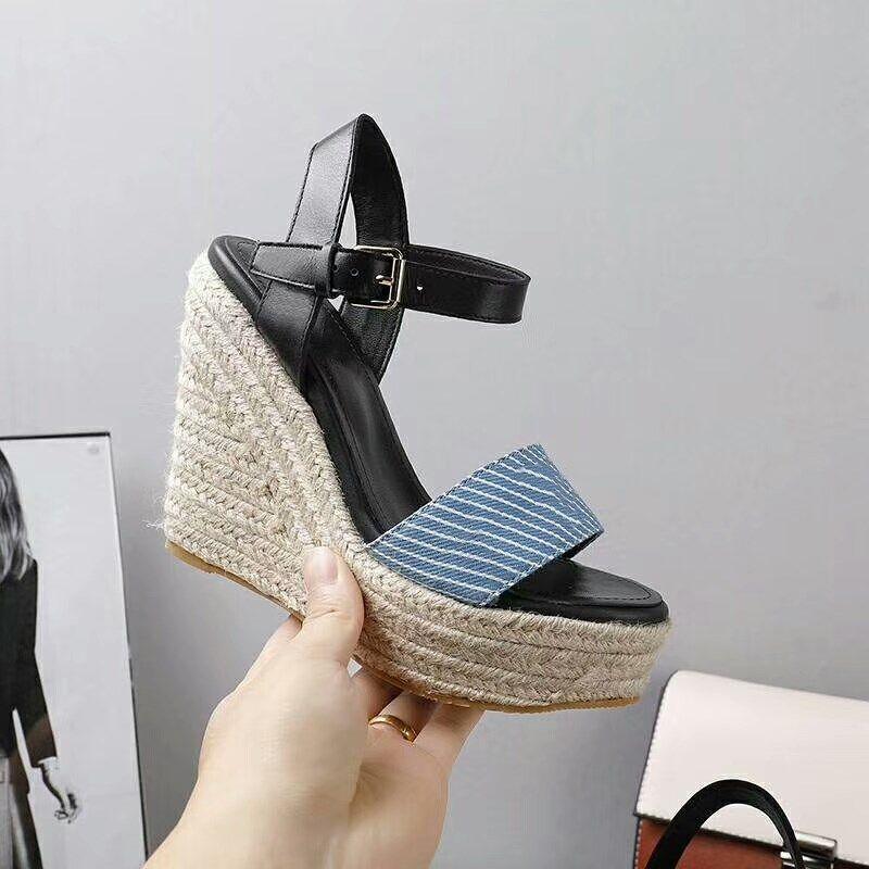 Sandálias de salto de inclinação Sandálias de verão Córdica de cânhamo Tecidos de design de salto alto Hig-Heel Clássico Couro de impressão clássico ou superior