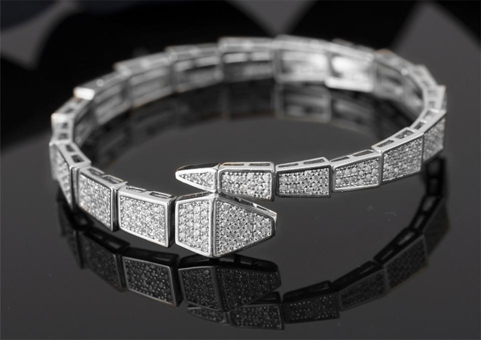 Electroplating Esagerato Design di lusso Micro Bracciale in zirconi intarsiato Braccialetto da donna Bracciale da donna Personalizzato Regalo di compleanno Tre colori