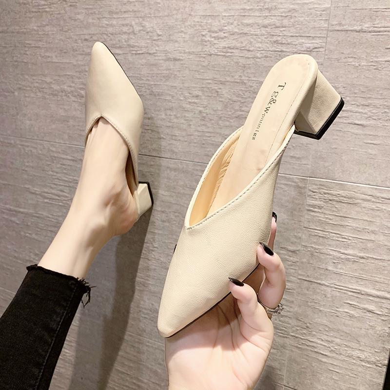 Обувь тапочки повседневные мулы для женщин 2021 заостренные носки PantOfle горки меда квадратные каблуки роскошные крышки блокируют копытные каблуки резина