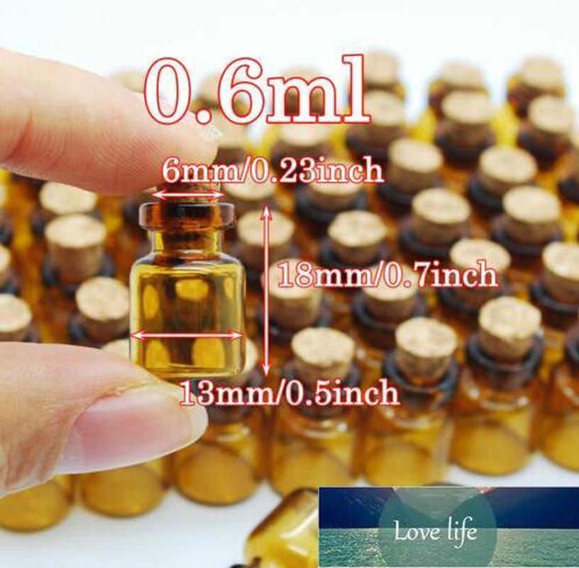 100pieces 13 * 18 * 6mm 0.6ml mini verre brun de la bouteille de souhaits avec liège vide Tiny pot de flacon petit pendentif