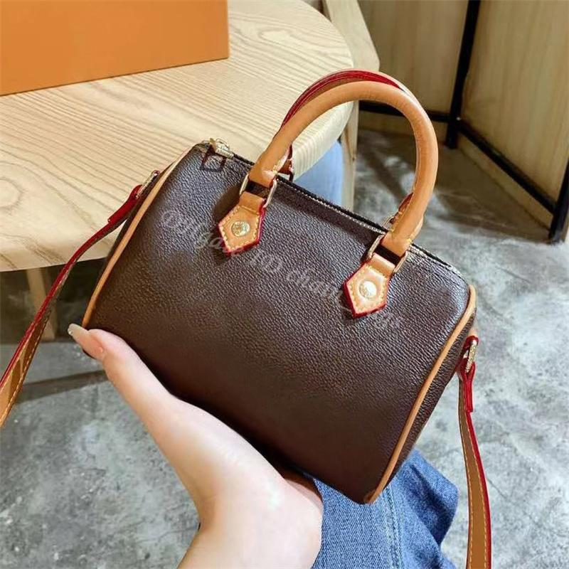 2021 Luxurys bolsa nano nano moda moda mulheres saco de embreagem senhora bolsas crossbody ombro almofada sacola bolsas bolsas bolsas bolsa carteira de barril em forma de barril