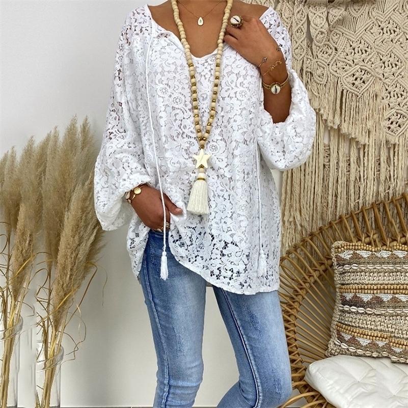 T-shirt blanc été européen européen femmes américaines dentelle creuse creuse en V à manches longues automne lâche t-shirt décontracté top 210317