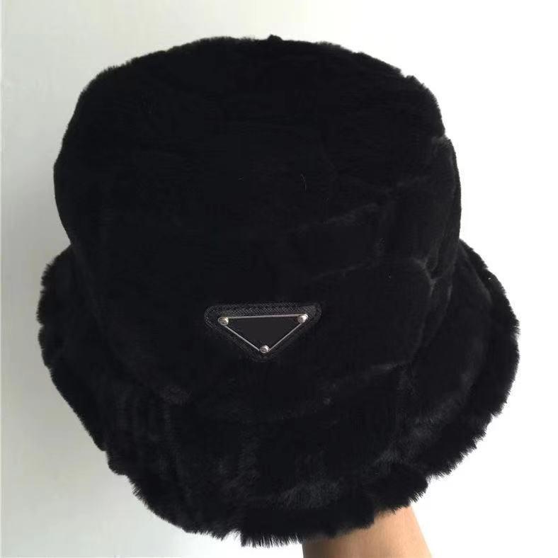 Yeni sonbahar ve kış peluş balıkçı şapkası taklit tavşan saçtan yapılmıştır. Dört Mevsim'de erkek ve kadınların evrensel güneşlik ile eşleştirilir.